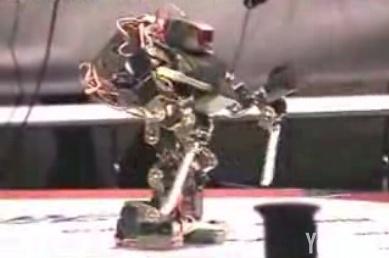 Robo-One: El robot con sables en los brazos