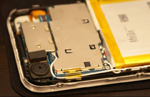 Abriendole las tripas al iPhone