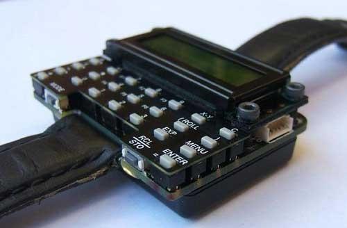 Reloj de pulsera casero con calculadora cientifica