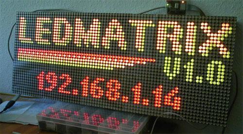 Matrix de LED bicolor de 80x32 píxeles con interfaz Ethernet