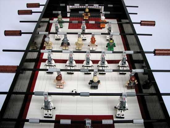 Futbolín casero hecho con LEGO