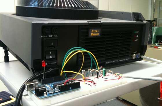 Proyector de diapositivas controlado con Arduino