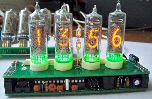 Reloj digital casero con tubos Nixie