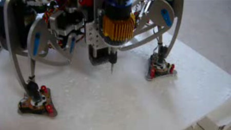 (Video) Robot Hexapod utilizado como router CNC