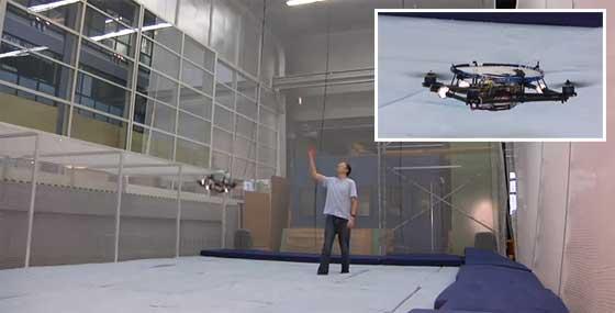 Jugando al Ping Pong con un quadcopter