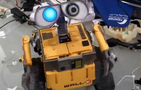 Robot Wall-E con reconocimiento de voz