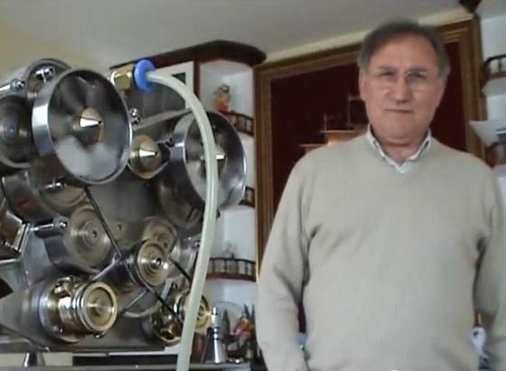 El motor V-12 más pequeño del mundo hecho por un jubilado Gallego