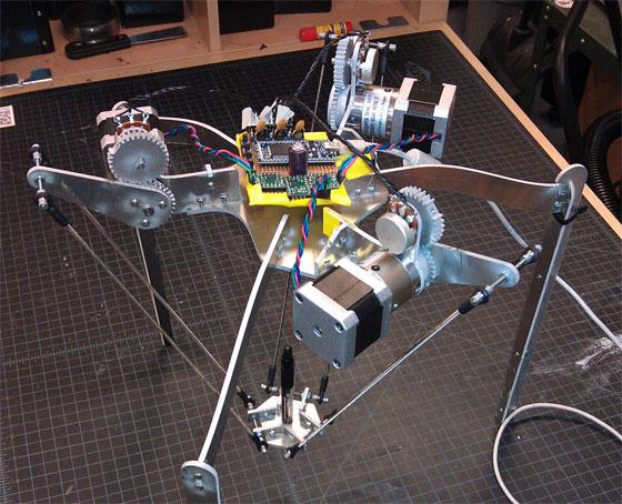 Robot delta casero capaz de dibujar con un bolígrafo