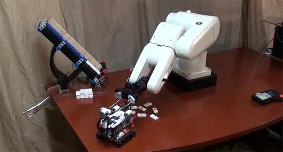 LEGO Mindstorm contra Brazo robot CRS F3