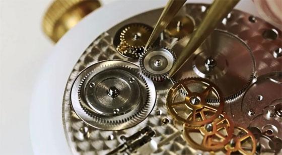 Arte relojero de precisión en Nomos Glashütte