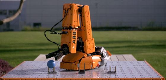 Brazo robot ABB hecho con LEGO