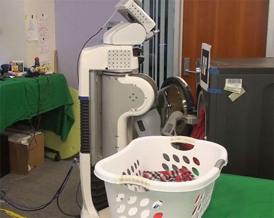 Un robot que hace la colada y dobla la ropa