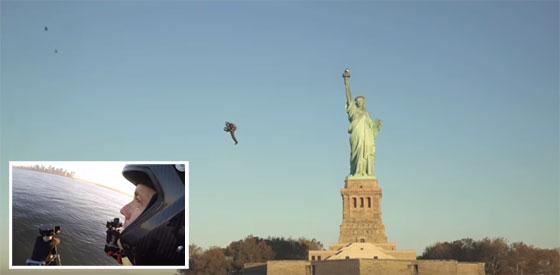 Jetpack volando sobre la estátua de la libertad