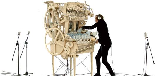 Máquina de música de madera con canicas