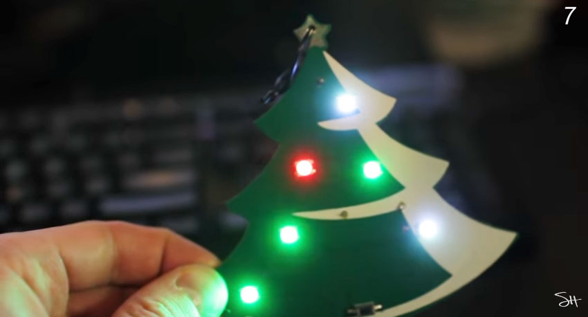 Ornamento IoT navideño conectado a Internet con ESP8266