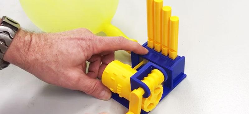 Instrumento de música impreso en 3D que funciona con un globo