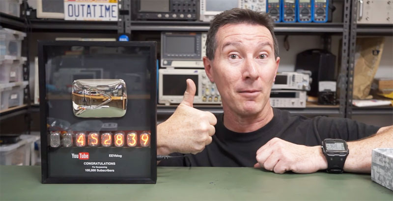 EEVBlog consigue su Play button de Youtube y lo tunea con tubos Nixie
