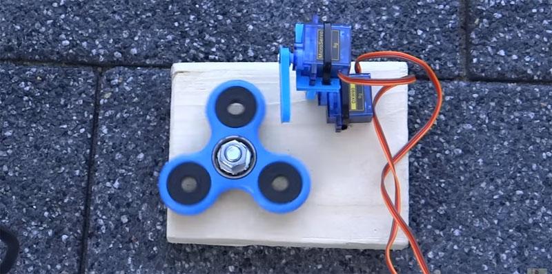 Gira tu fidget Spinner con un robot