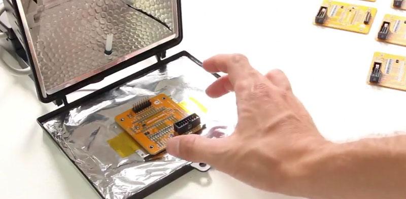 Horno de reflow hecho con un foco halógeno