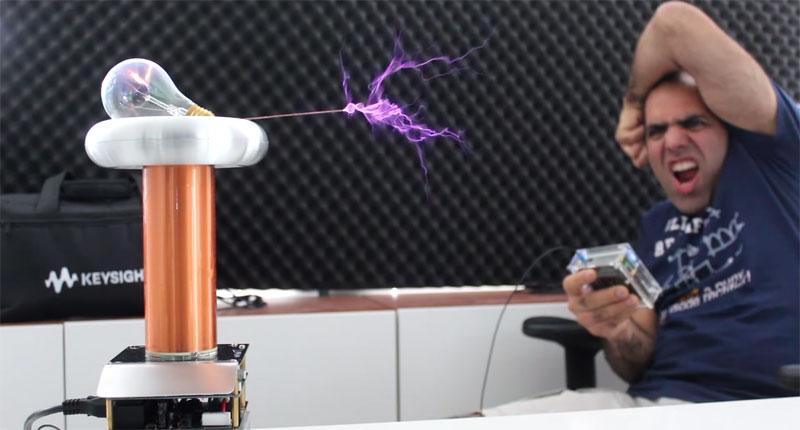 Épica revisión del kit Tesla Coil de OneTesla por ElectroBoom