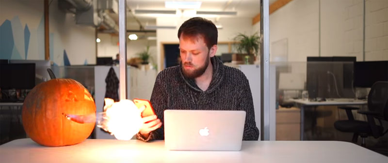 Construye una calabaza conectada por Bluetooth que echa fuego por la boca