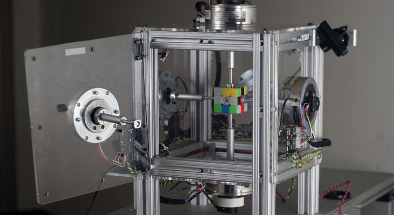 Robot que resuelve el cubo de Rubik en 0.38 segundos