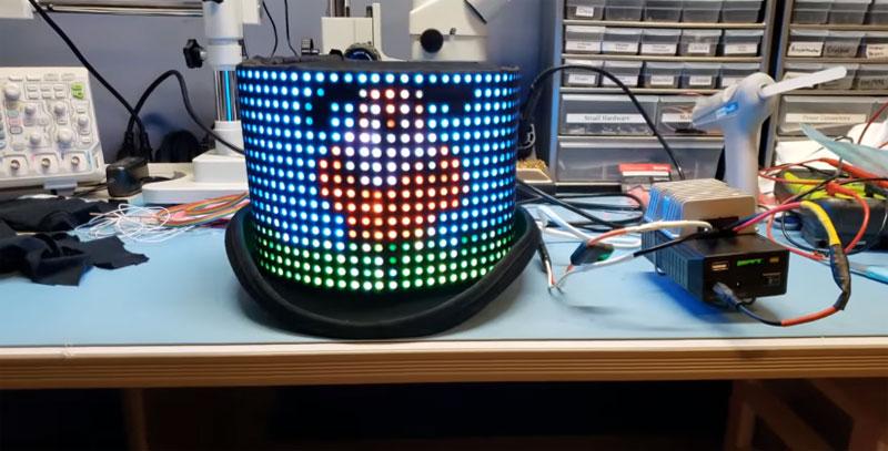 Sombrero con matrices de LED para reproducir archivos GIF