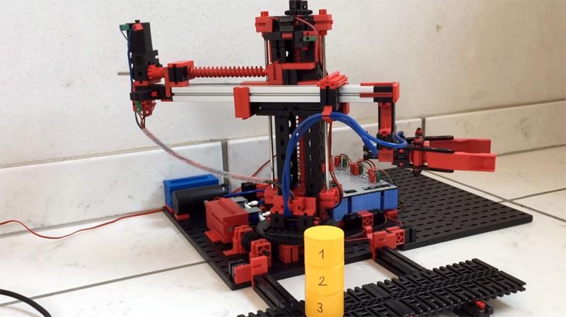 Robot de 3 ejes resolviendo la torre de Hanoi