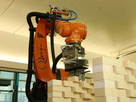 Robot Kuka albañil: Haciendo paredes de labrillo