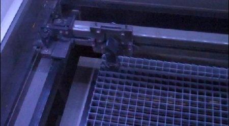 Musica Super Mario Bros en una cortadora laser CNC
